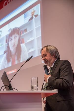 Franz-Reinhard Habbel beim Videodolmetschen